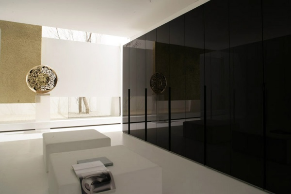 Sma Evolution 11 Wardrobe With Smooth Lacquered Glass And
